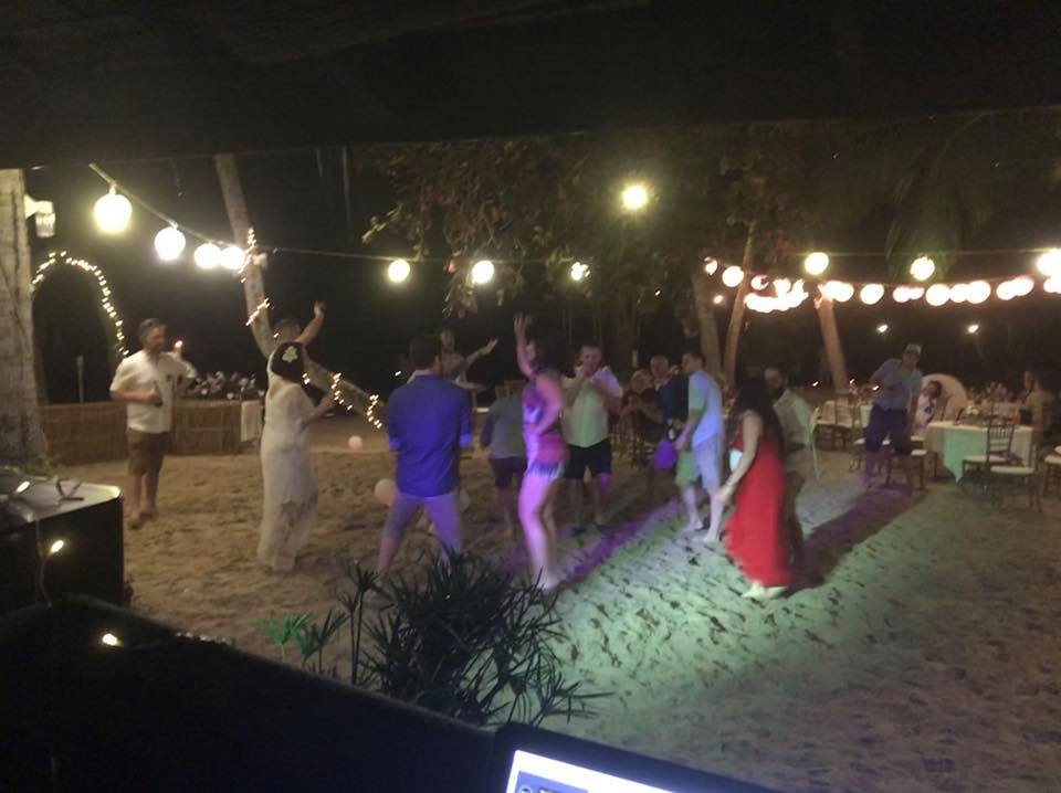 25158254 1365292656933932 8215022939784994992 n - Ryan & Sapphire's Big Day at Am Samui