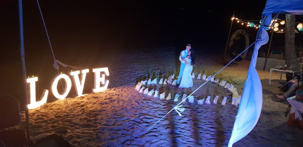 50000432 2273102462979149 8881624482704261120 n 1024x498 - Sunset Wedding Bliss